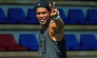 Ronaldinho Meragukan Barcelona dan Melihat Peluang Man United