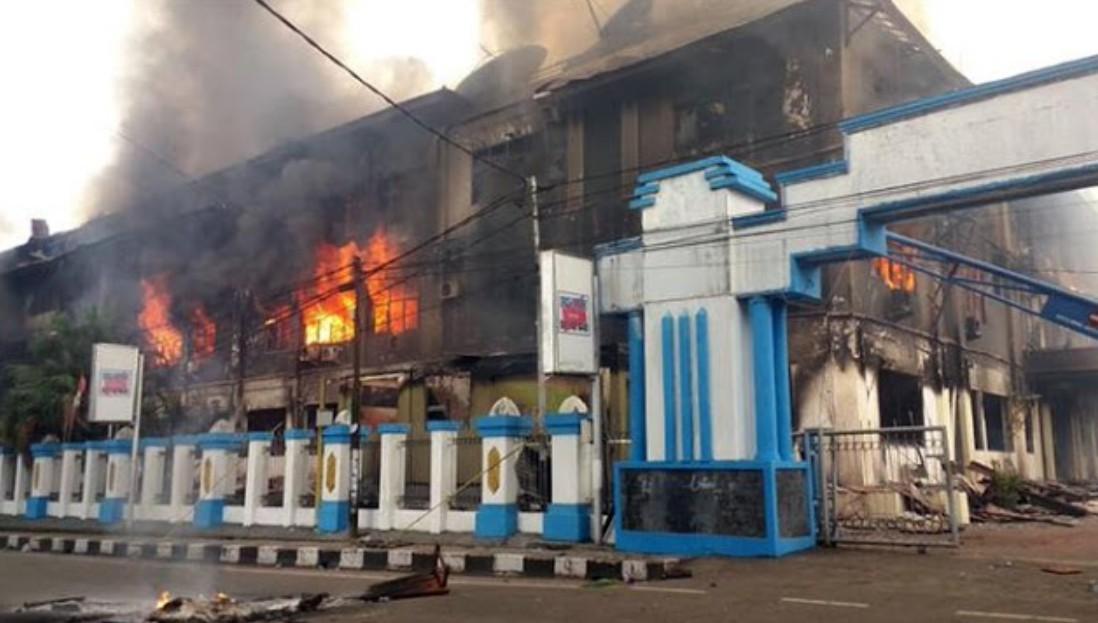 Papua Mencekam, Massa Aksi Bakar Kantor Telkom dan SPBU