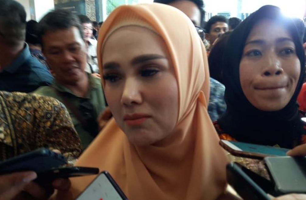 Ditanya Soal UU KPK, Mulan Jameela Pokoknya Menolak!