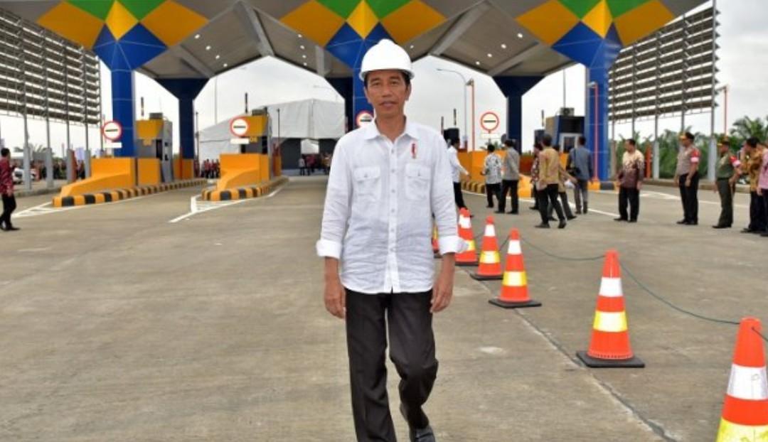 Jokowi Tunda Peresmian Proyek 'Tol Langit' Palapa Ring