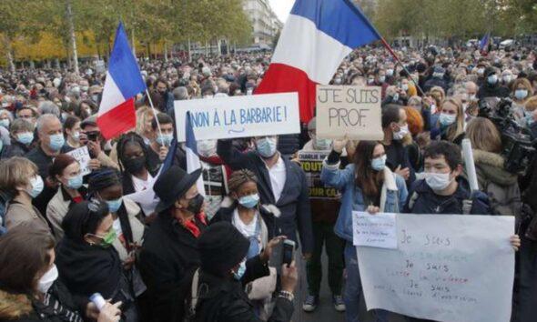 Guru Di Prancis Dipenggal Karena Karikatur Nabi, Ribuan Warga Berdemo